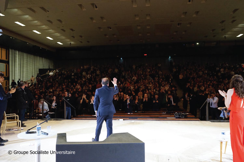François Hollande face au Grand Amphithéâtre d'Assas
